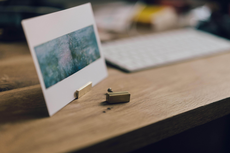 旅行の思い出はカードや写真を、カードスタンドに飾るといい感じ